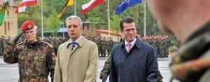 zu Guttenberg empfängt Afghanistan-Soldaten…